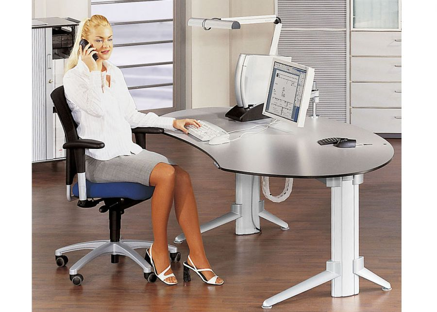 Frau Am Schreibtisch 2021