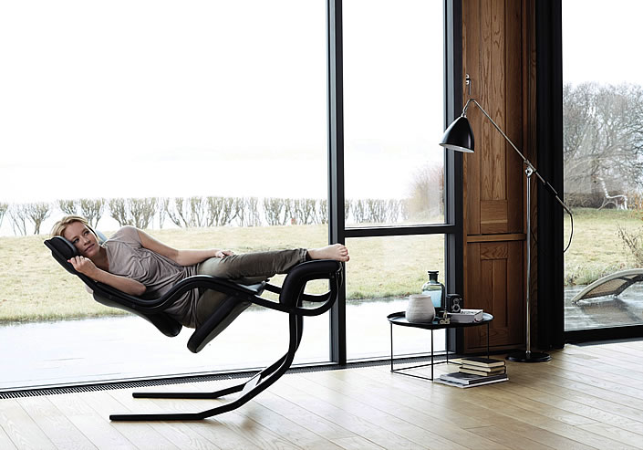 Varier Gravity Stokke Relax Position 4 Im Wohnzimmer