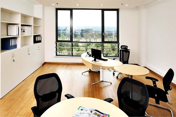 vital office bambus b ro schreibtische aus massivholz designed nach feng shui kriterien. Black Bedroom Furniture Sets. Home Design Ideas
