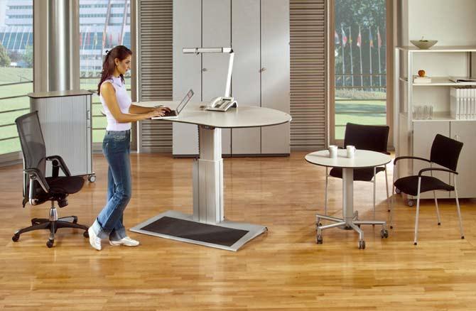 schreibtisch leuwico go smove arbeiten im sitzen. Black Bedroom Furniture Sets. Home Design Ideas