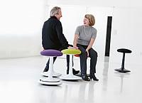 der ergonomische hocker f r aktives sitzen und intuitives. Black Bedroom Furniture Sets. Home Design Ideas
