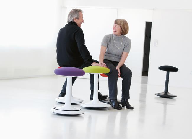 ergonomischer hocker ongo senioren bildseite. Black Bedroom Furniture Sets. Home Design Ideas